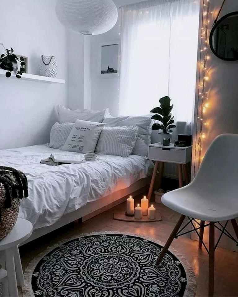 33 Diy Small Bedroom Decorating Ideas On Budget Bedroomdecor Bedroomdesign Bedroomideas College Bedroom Decor Small Apartment Bedrooms Small Bedroom Diy