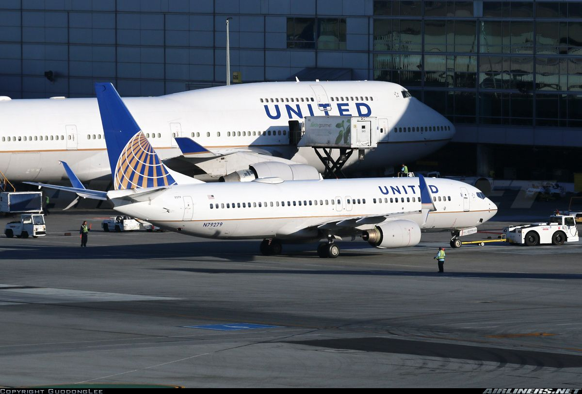 Boeing 737 800 747 400 Airplanes United Airlines