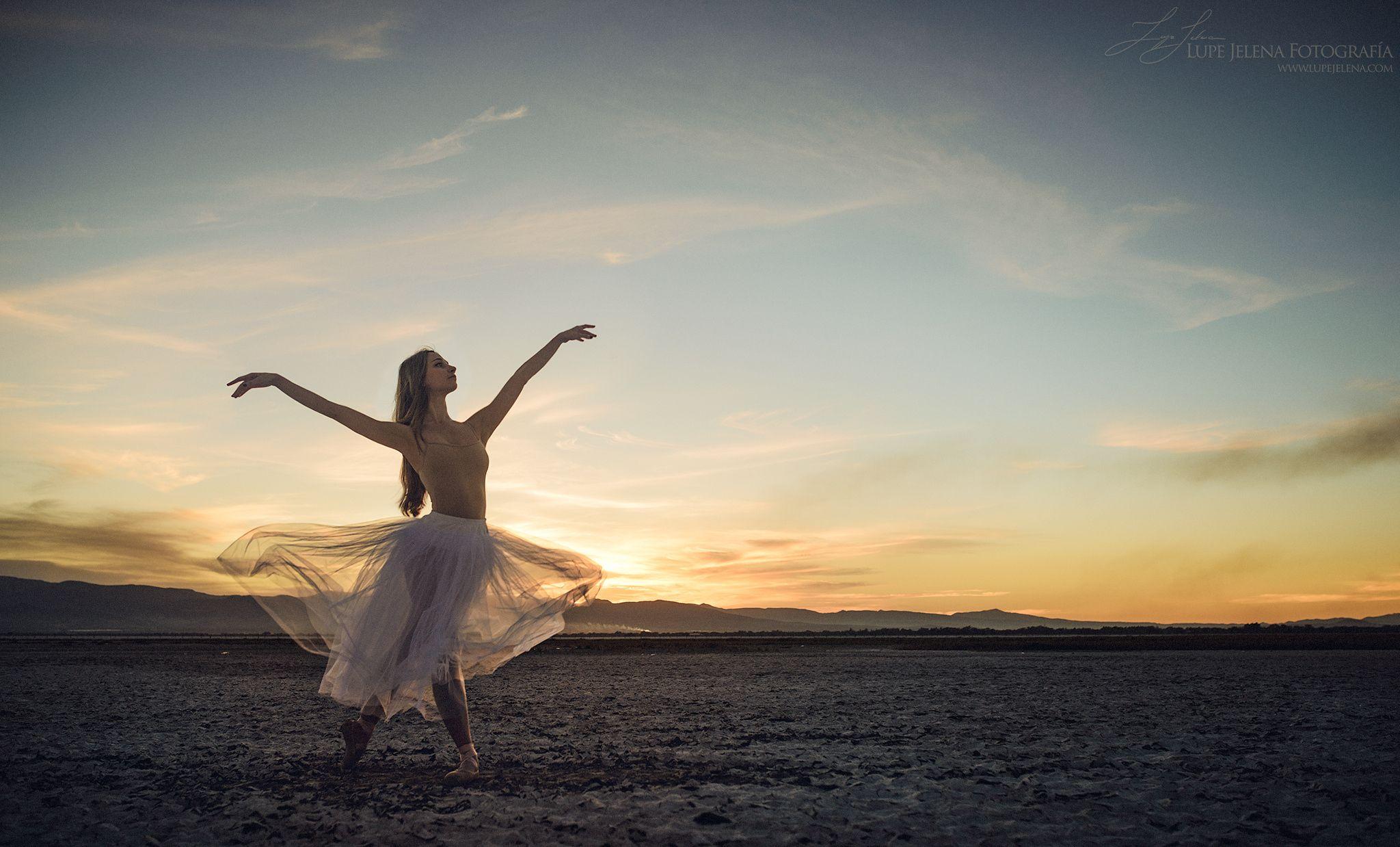 Loredana - Dancer: Loredana Pernazza Producer: Alejandro Gutierrez Assistants: Lucero Maya y Paola Paz Photo: Lupe Jelena  Laguna Seca de Sayula, Jalisco, México  www.lupejelena.com
