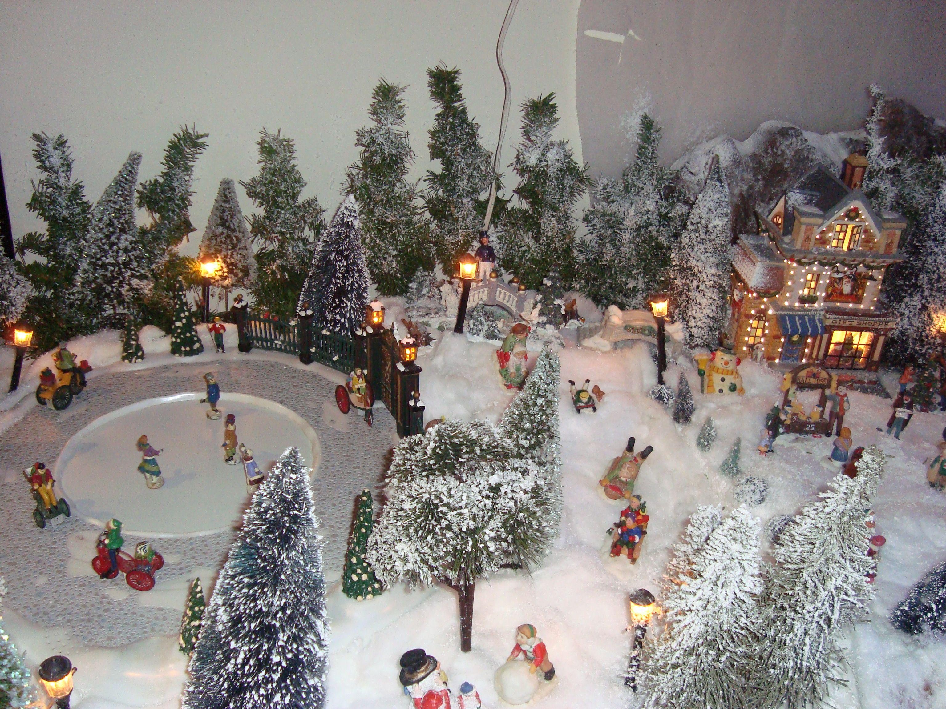 Pista de hielo en la villa navide a aasobrinas for Villas navidenas de porcelana