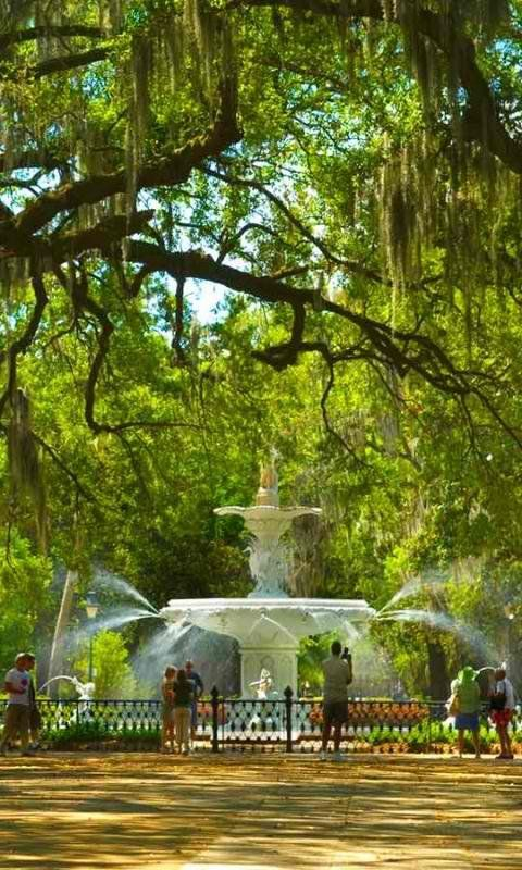 Forsyth Fountain in Savannah Georgia  --  Leave it to the South to do a good job. <3
