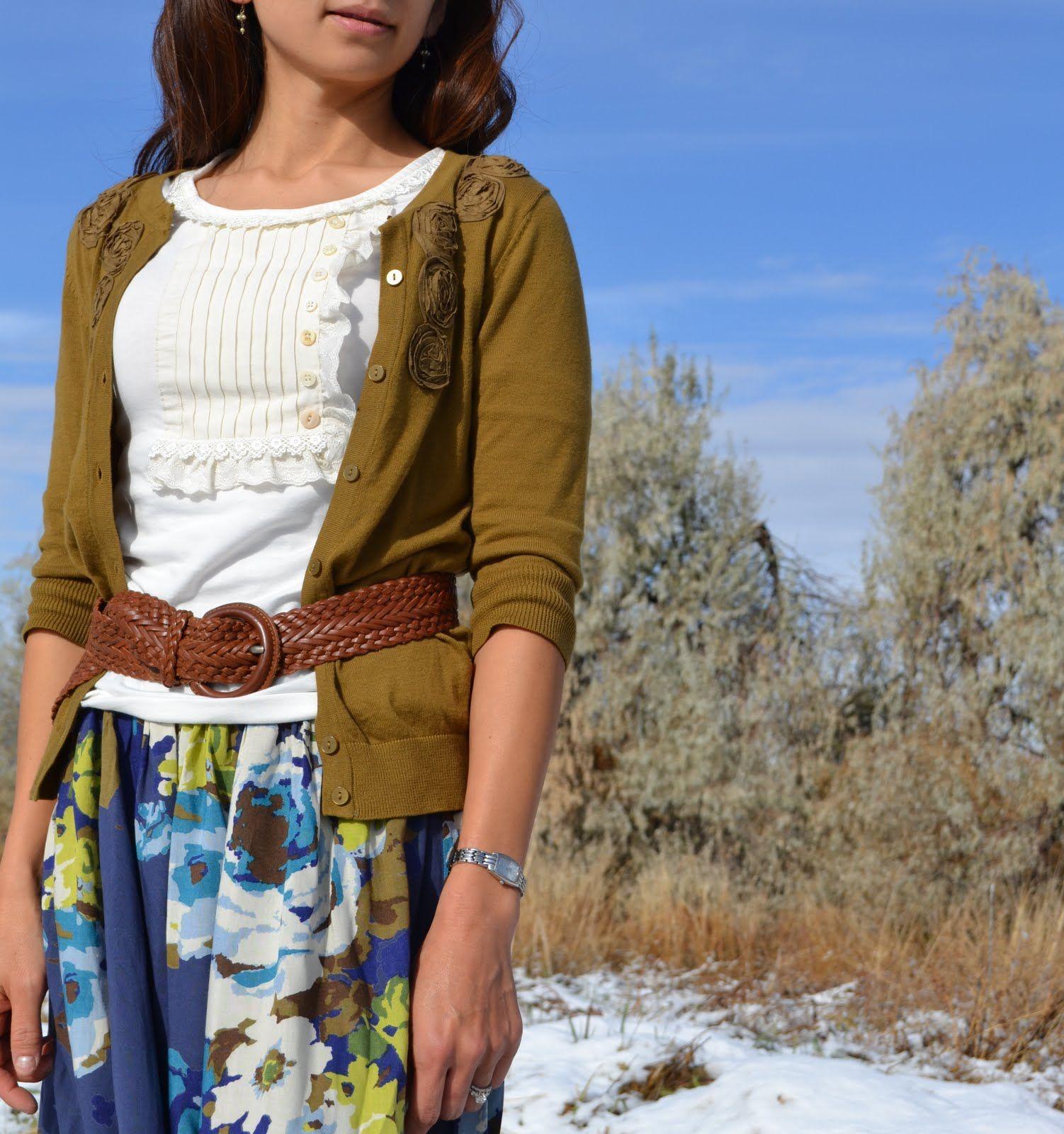 la bulsa y la camisa mira buena con el cinturon. Me gustaria llevar esta.