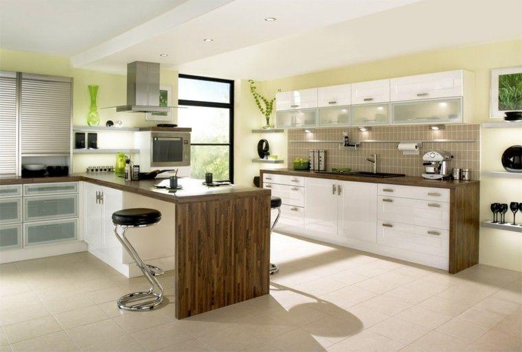 toques de amarillo en las paredes de la cocina moderna con isla ...