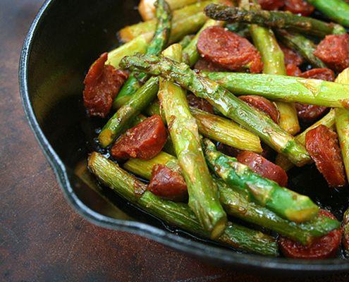 Diana Bauman ci insegna come preparare una splendida tapas primaverile con gli asparagi e il chorizo.