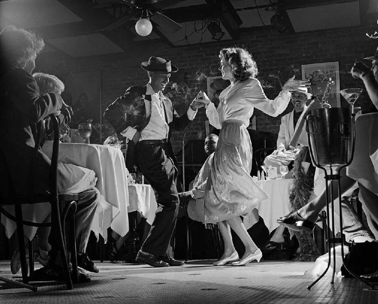 1940s new orleans jazz night club like if someone were to start dancing it would be real close to the patrons very intimate vibe