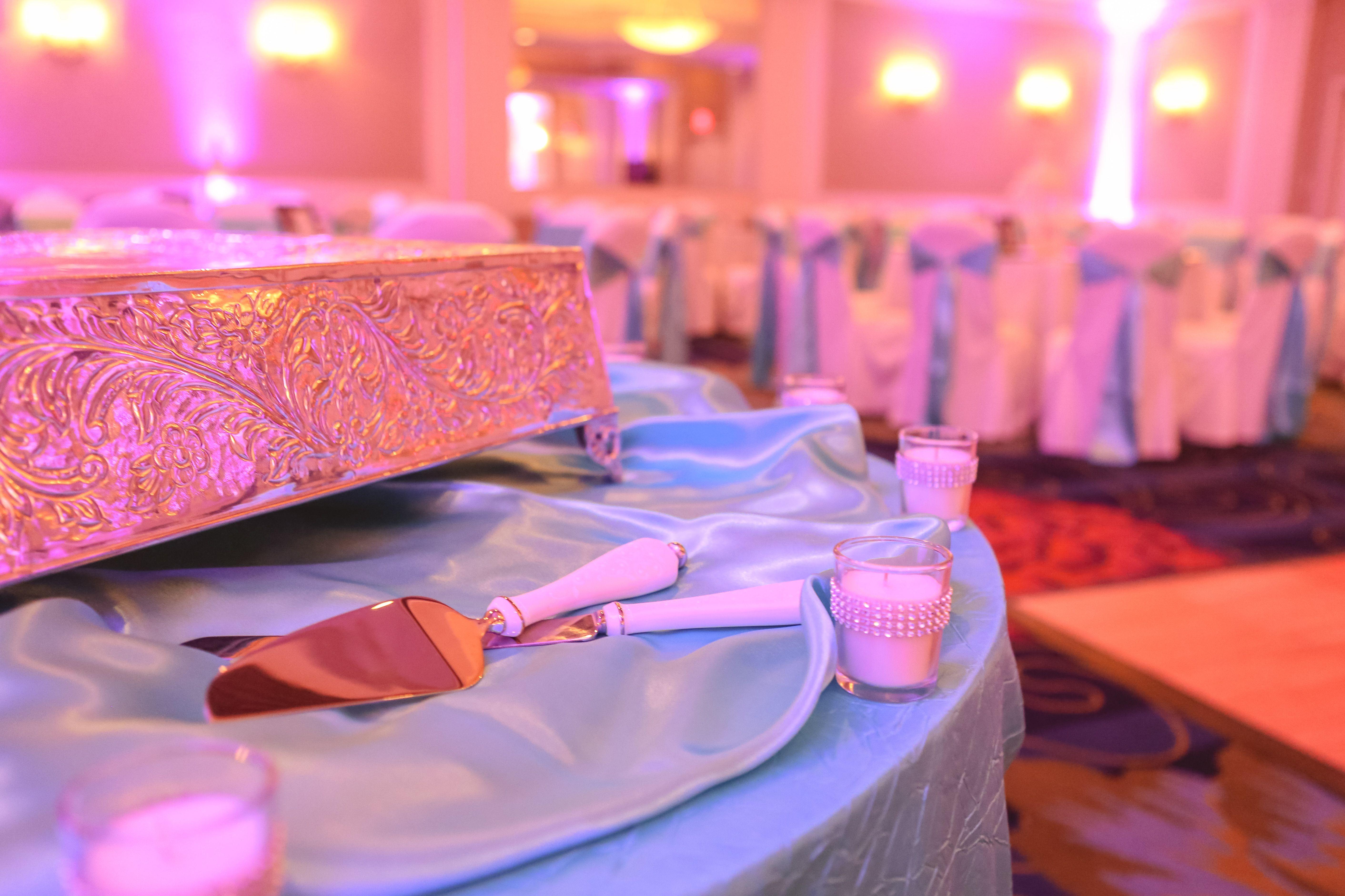 Crowne Plaza Virginia Beach cake display blue wedding