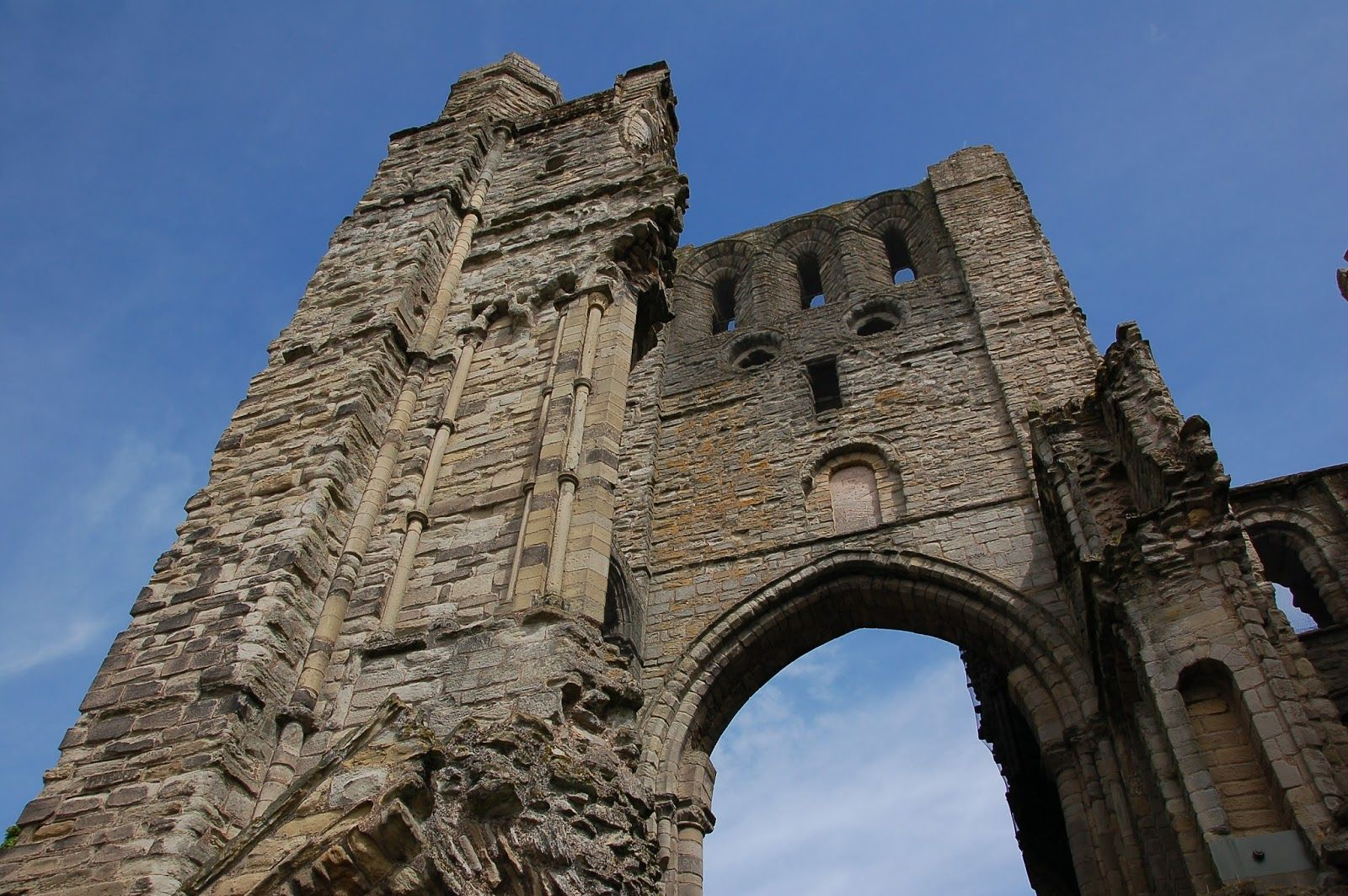 Kelso Abbey exterior