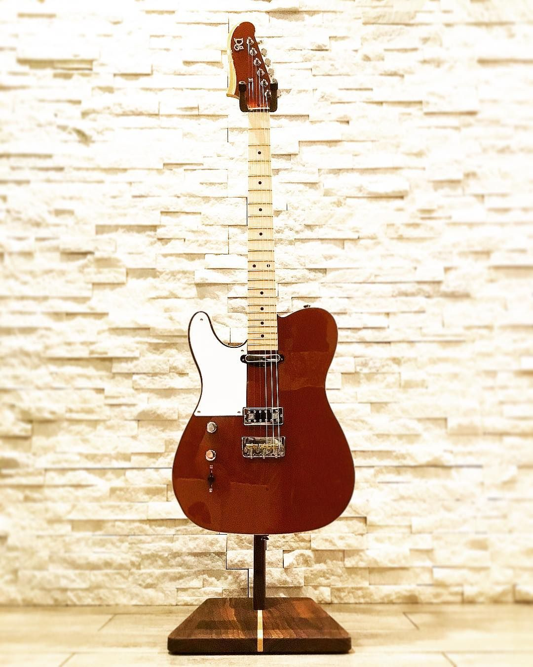 Our Bette Plays As Good As She Looks A Light Weight Tone Monster Due To Her Chambered Mahogany Body Righties Your In Luck Guitar Lefty Guitars Guitar Design