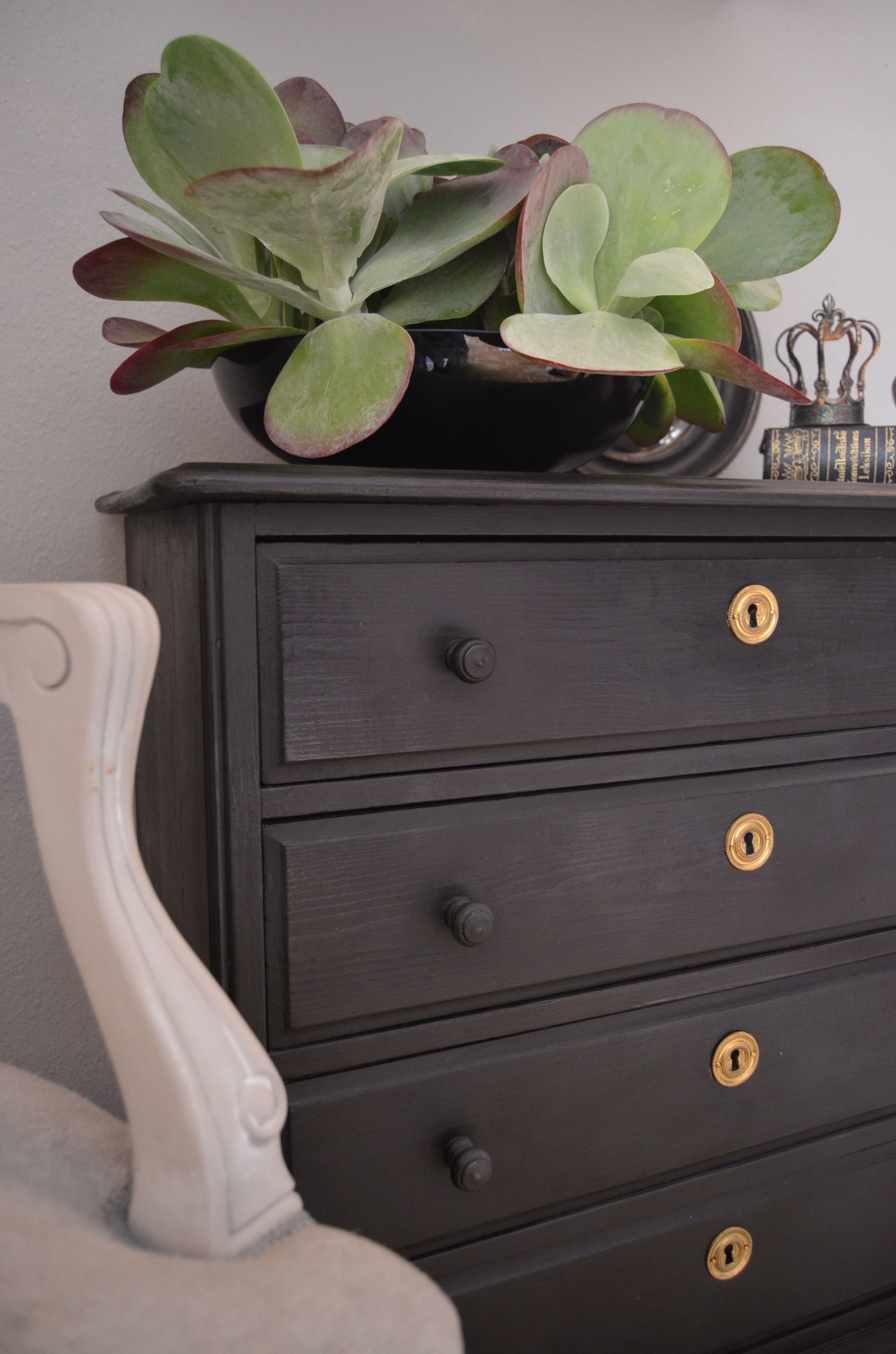 Diy furniture painting ideas - Annie Sloan Chalk Paint For A Blackboard That S Not Black This Brand
