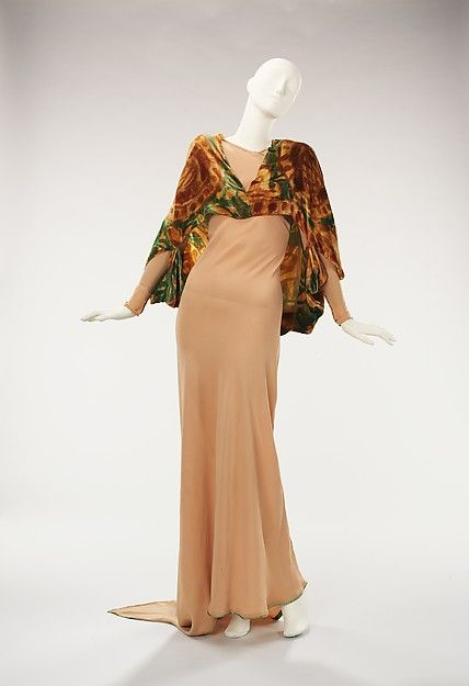 Jessie Franklin Turner's evening wear was celebrated for its glamorous and seductive qualities in fashion magazines such as Vogue and Harper's Bazaar. This ensemble portrays that reputation, with the beautifully constructed dress and wrap 1930s