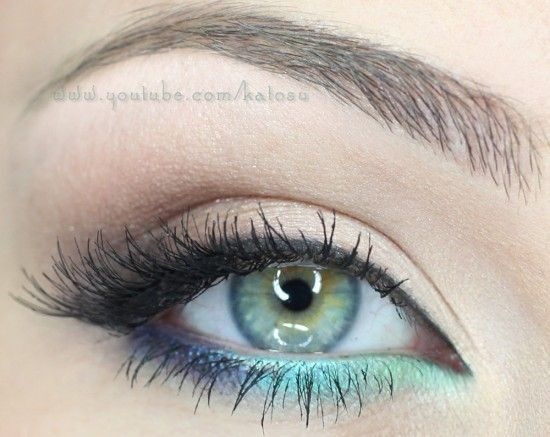 Sexy way to add a pop of color to an otherwise neutral eye.you could do this in any shade to make your own eye color pop.