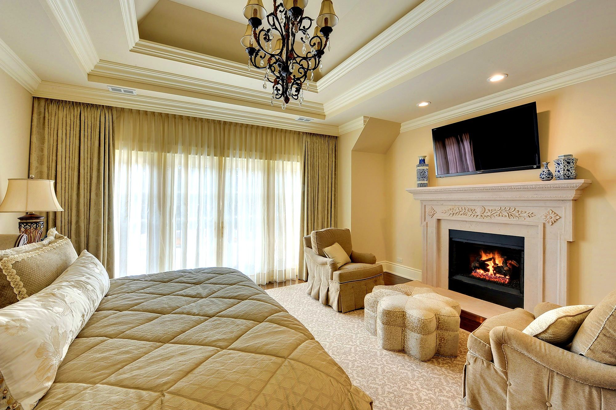 Apartments:Alluring Meadow Glenview Master Bedroom Fireplace Globex ...