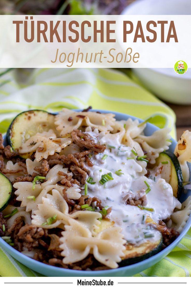 Tolles Rezept für Türkische Pasta mit Joghurt-Sauce und Hackfleisch. Leckeres Gericht für die heißen Tage oder immer wieder als Mittagessen. #pasta #fleisch #sommer #hackfleisch #joghurtsoße #dressing #zucchini #meinestube #frühling