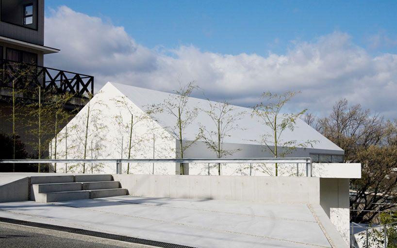 Maniera Architects and Associates - House With Oak Tree - //