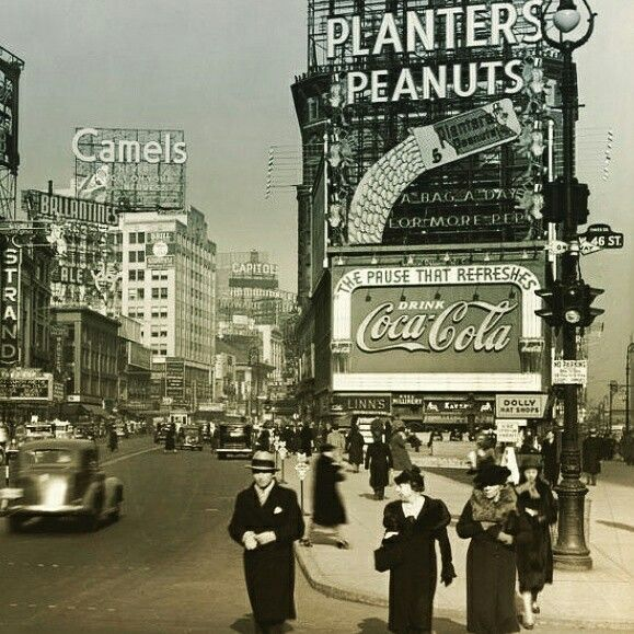Times Square in the 30's. Inspiration for the new video game How to shoot a criminal, set in the 30's in New York.