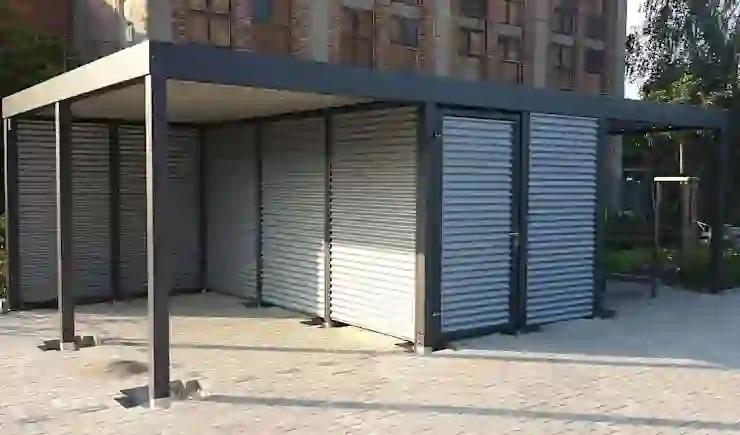 Carport Mit Fahrradunterstand Aus Metallrahmen Anthrazit Und Holz Fahrradschuppen Holz Fahrrad Unterstand Garagentor