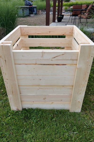 How To Create The Perfect DIY Compost Bins  Attractive & Inexpensive! is part of Compost bin diy, Diy compost, Garden compost, Compost bin, Compost, Compost bin pallet - These attractive, inexpensive, and easy to make DIY compost bins will have you making great compost in no time! See how easy they are to build!