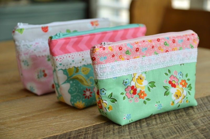 Laced Zipper Pouch Tutorial + Free Sewing Pattern, DIY, patchwork ...