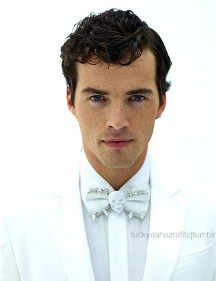 ian harding, this man is FINNNNNNNNNNNNNE. Did a double take when i saw him on the board. My celebrity crush for sure!<3
