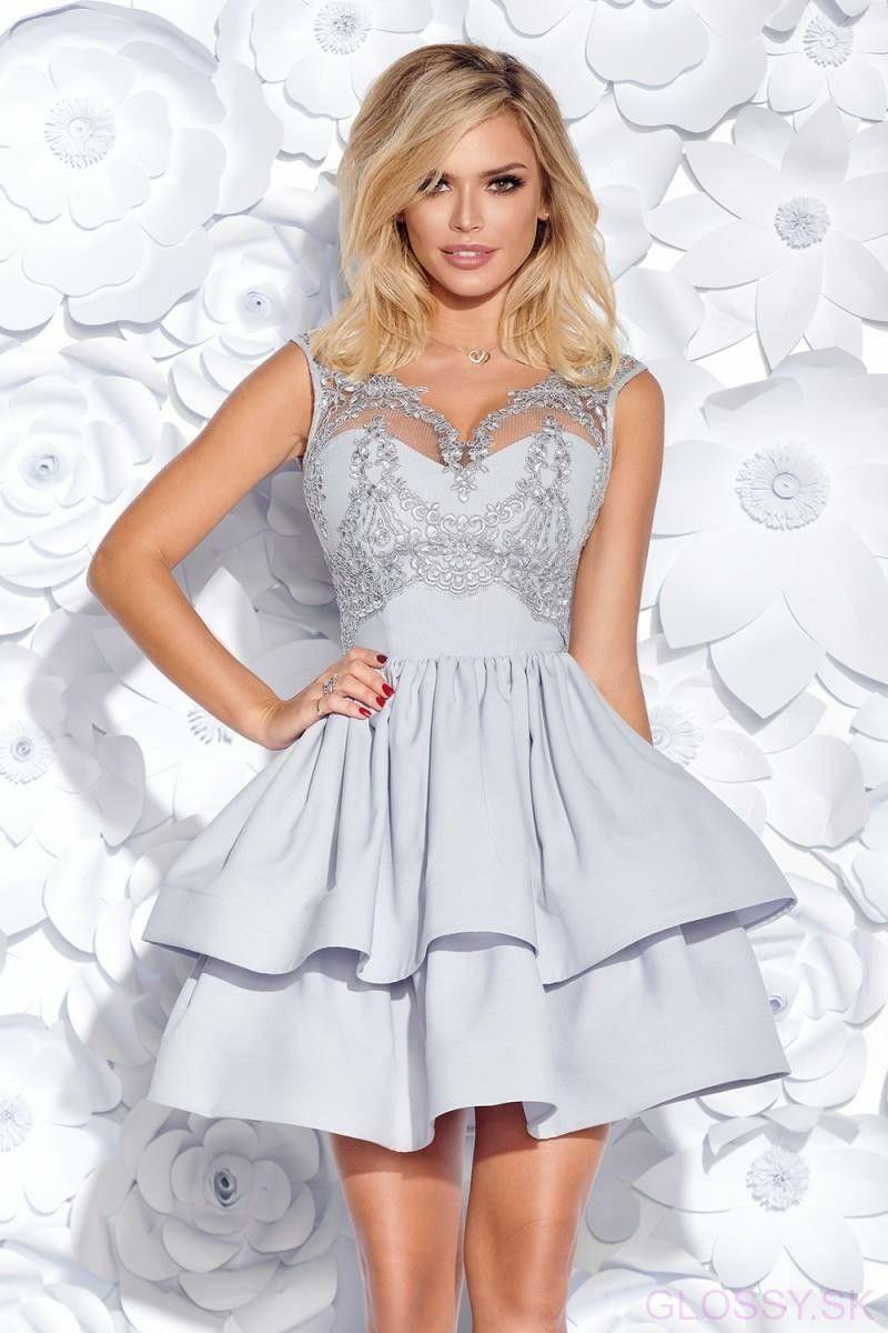 ebfb3d472e3f Krásne a ženské šaty s čipkou na vrchu bez rukávov s imitáciou korzetu.  Spodok šiat