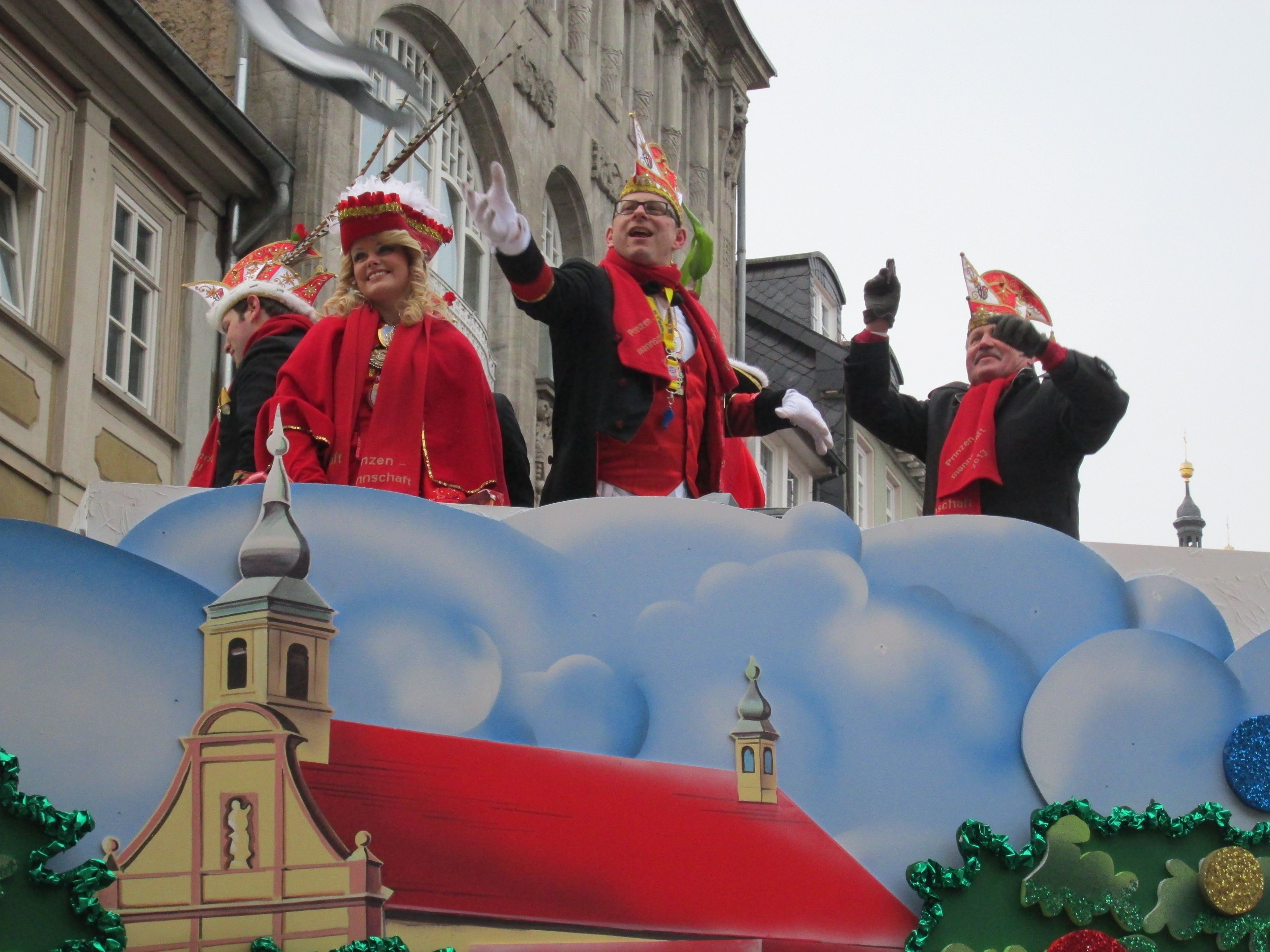 Stimmung Und Kamelle Am Rosenmontag In Fulda Cities In Germany Fulda Old World Charm