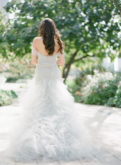 Cloud-like Marchesa wedding dress: http://www.stylemepretty.com/2014/10/28/classic-wedding-at-the-los-angeles-music-center/ | Photography: Esther Sun - http://esthersunphoto.com/