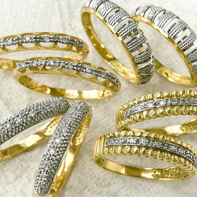 Par de aparadores para complementar com muita charme a sua aliança.   joiasvip  10anosjoiasvip  joias  ouro  ouro18k  anel  aparadores  alianças   casamento ... a5424b86d8