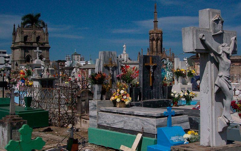 ¿Por qué es grave profanar una tumba?