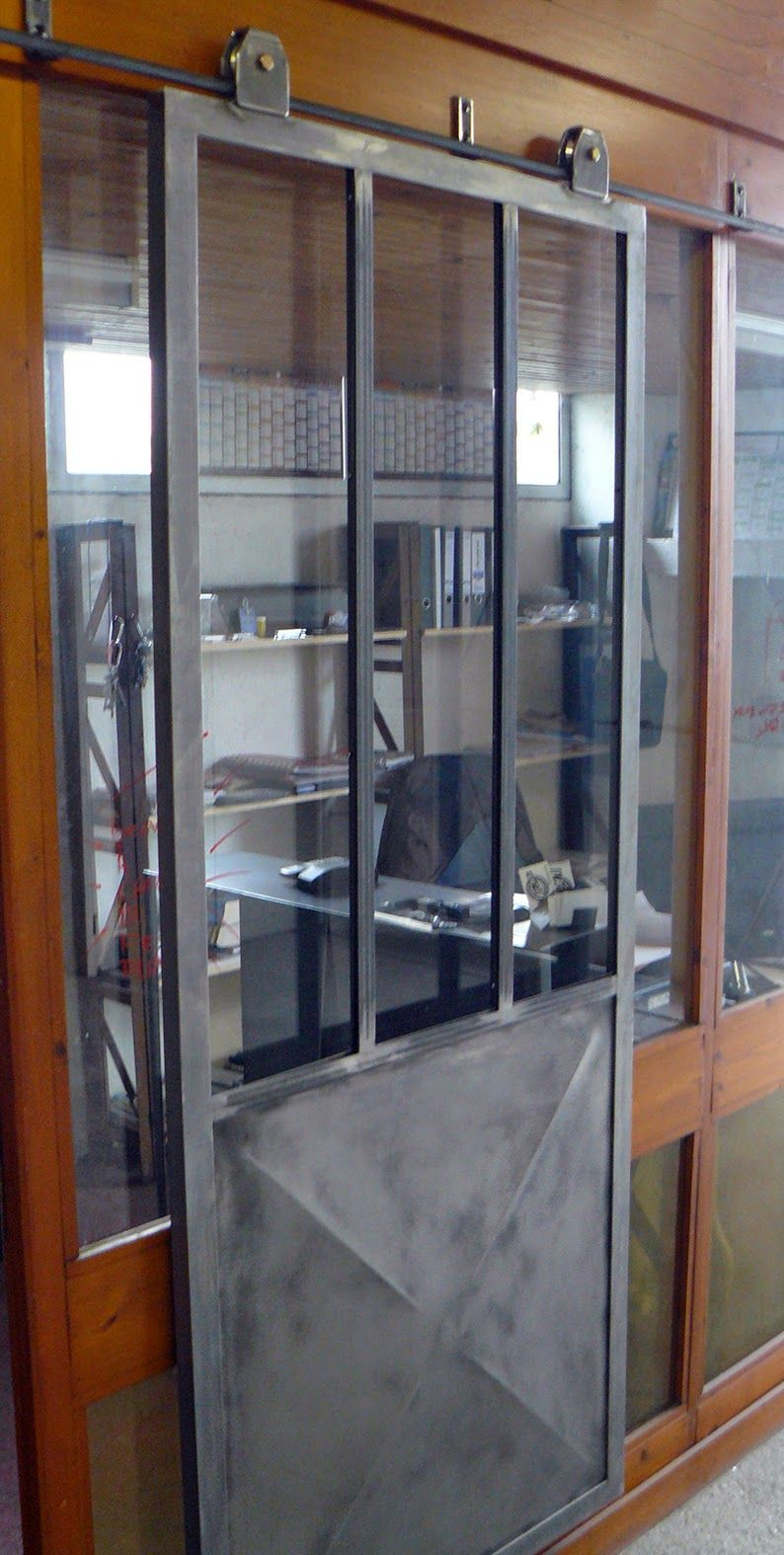 porte coulissante type atelier rail l 39 ancienne et pointe de diamant porte et verriere. Black Bedroom Furniture Sets. Home Design Ideas