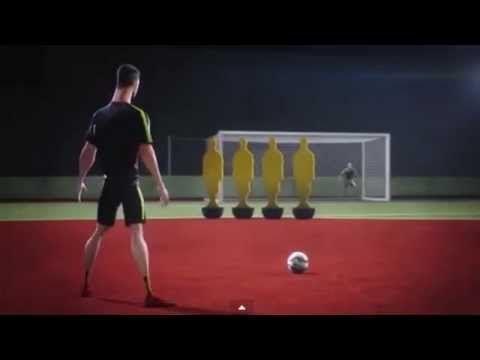 Le coup franc parfait de Cristiano Ronaldo (vidéo) - http://www.actusports.fr/115014/coup-franc-parfait-cristiano-ronaldo-video/