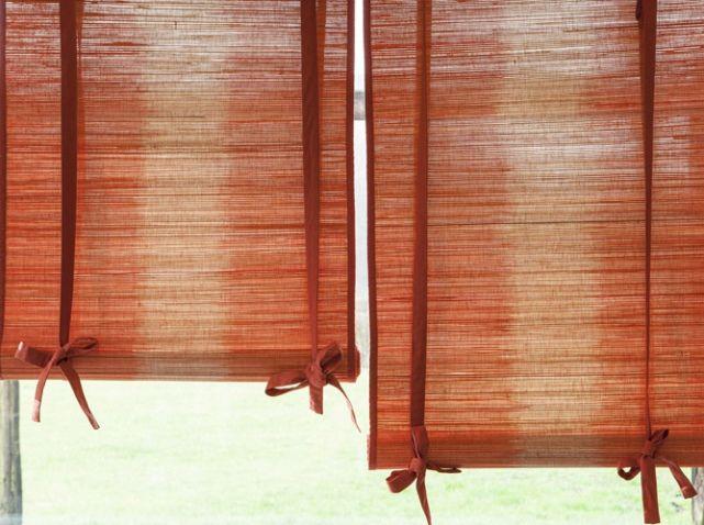 30 Idees Pour Habiller Vos Fenetres Elle Decoration Store Bambou Decoration Rideaux Salon Store Fenetre