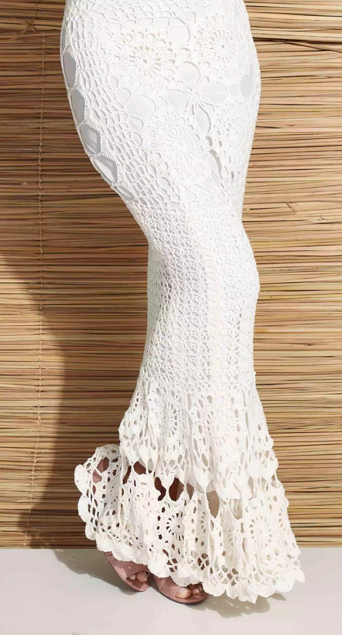 8c990af39a Esse lindo vestido de crochê pode ser usado para casamentos durante o dia  ou à noite. As peças em crochê te levam de volta no tempo