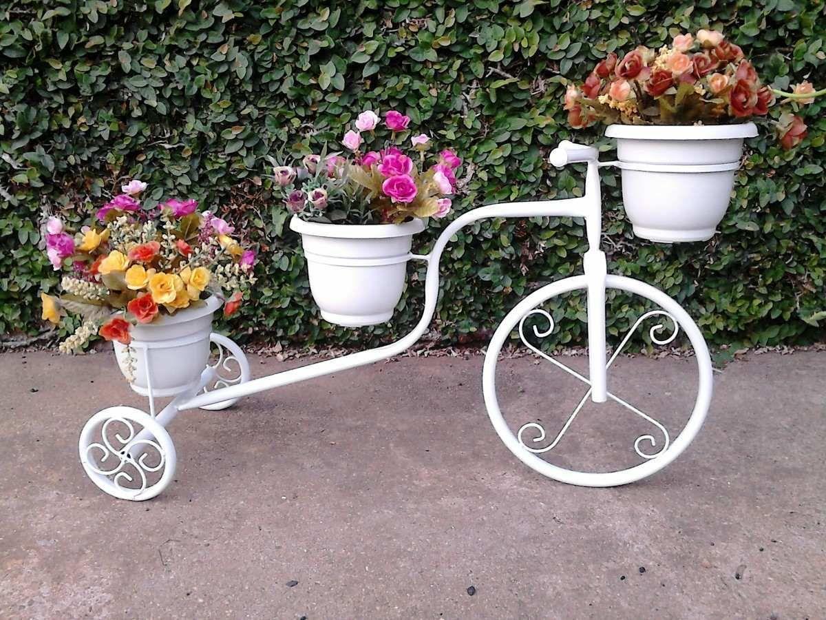 Ideas de decoracion del jardin con bicicleta reciclada for Jardineria exterior con guijarros
