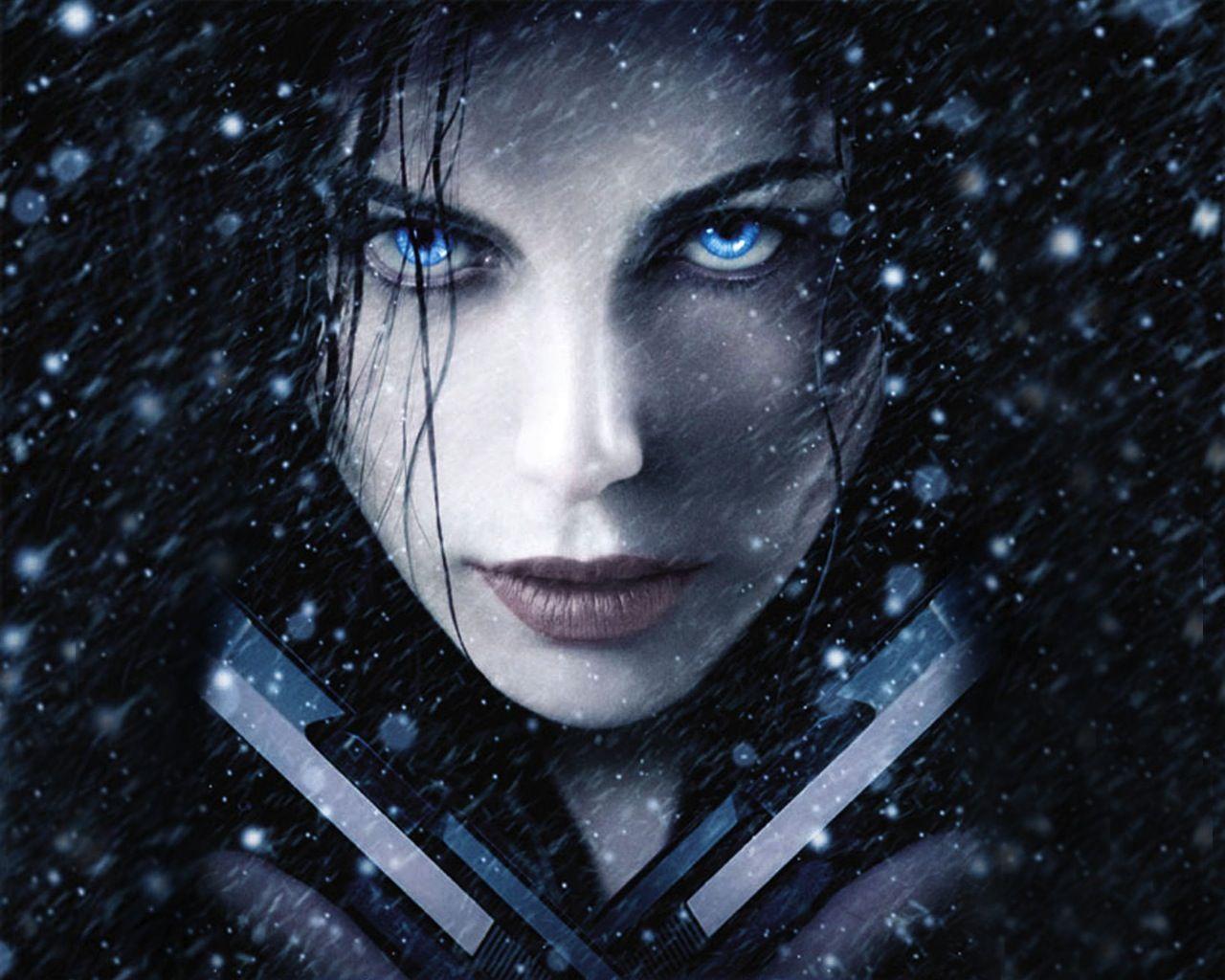 Actress Blue Eyes Celebrity Faces Guns Kate Beckinsale