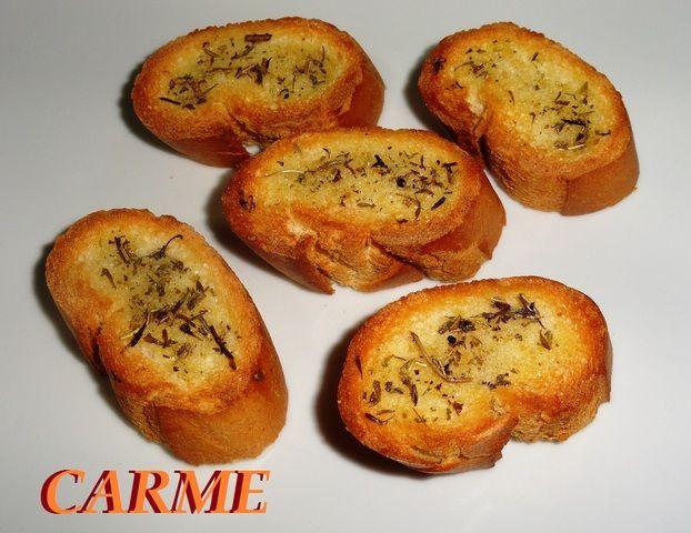 Pan tostado a las finas hierbas