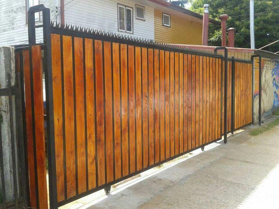Portones cierres perimetrales estructuras de fierro y for Rejas de madera