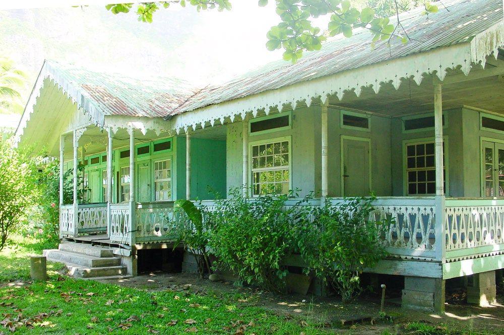 Fare Vanira De Paopao Moorea 2002 C Tahiti Heritage Maison Coloniale Maisons Coloniales Maison