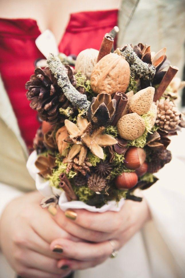 Осенний букет с шишками
