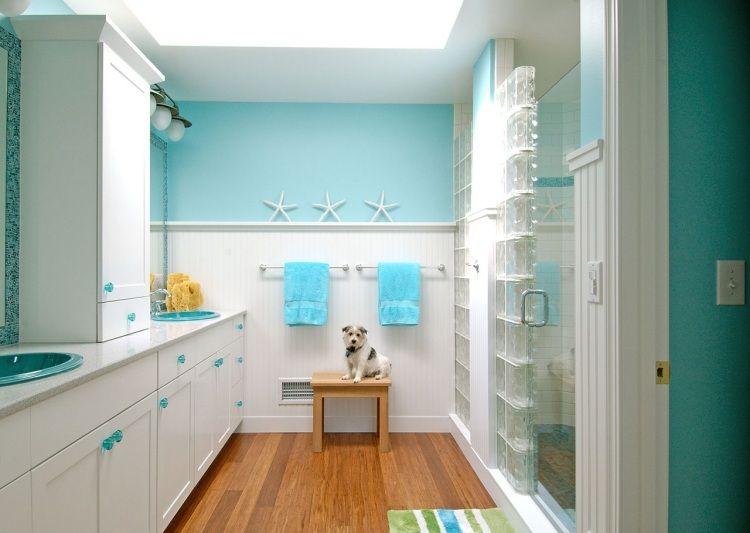 salle de bains contemporaine en blanc et bleu-vert esprit bord de - salle de bain en bleu
