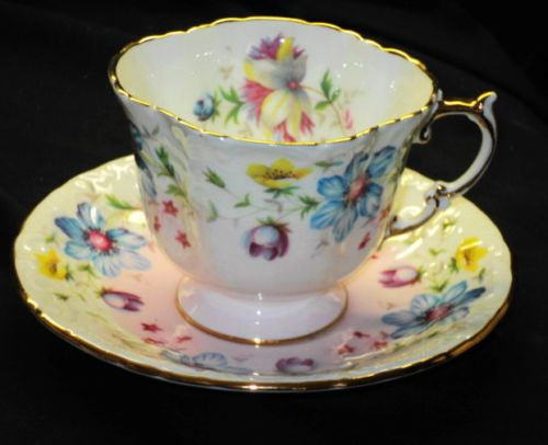 AYNSLEY-FLOWER-RAINBOW-TEA-CUP-AND-SAUCER-TEXTURE-PASTEL-PINK