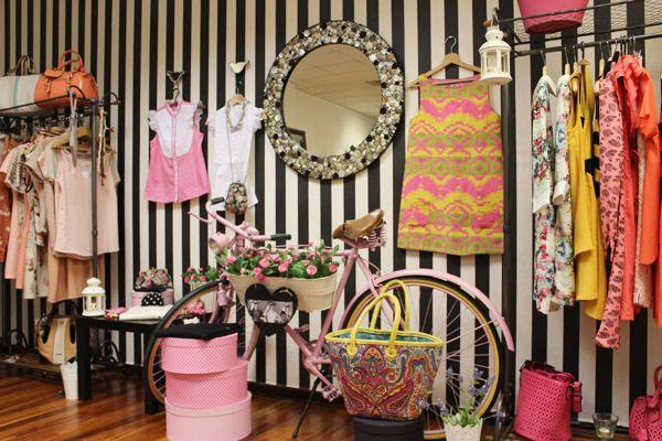 7b4f1e2c3 decoracion de tienda de ropa de mujer pequeño - Buscar con Google ...