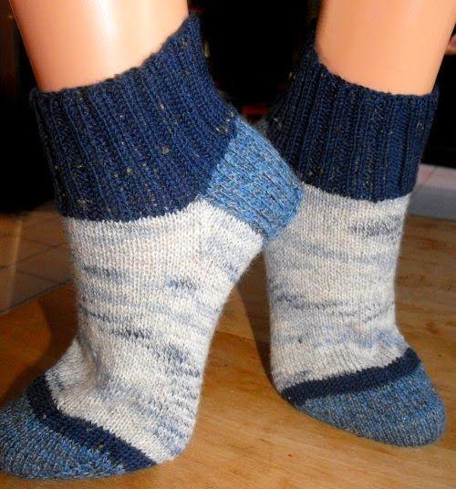Photo of … die Sockenfüße *lach* … … die ersten beiden Sockenpaare sind fertig …..
