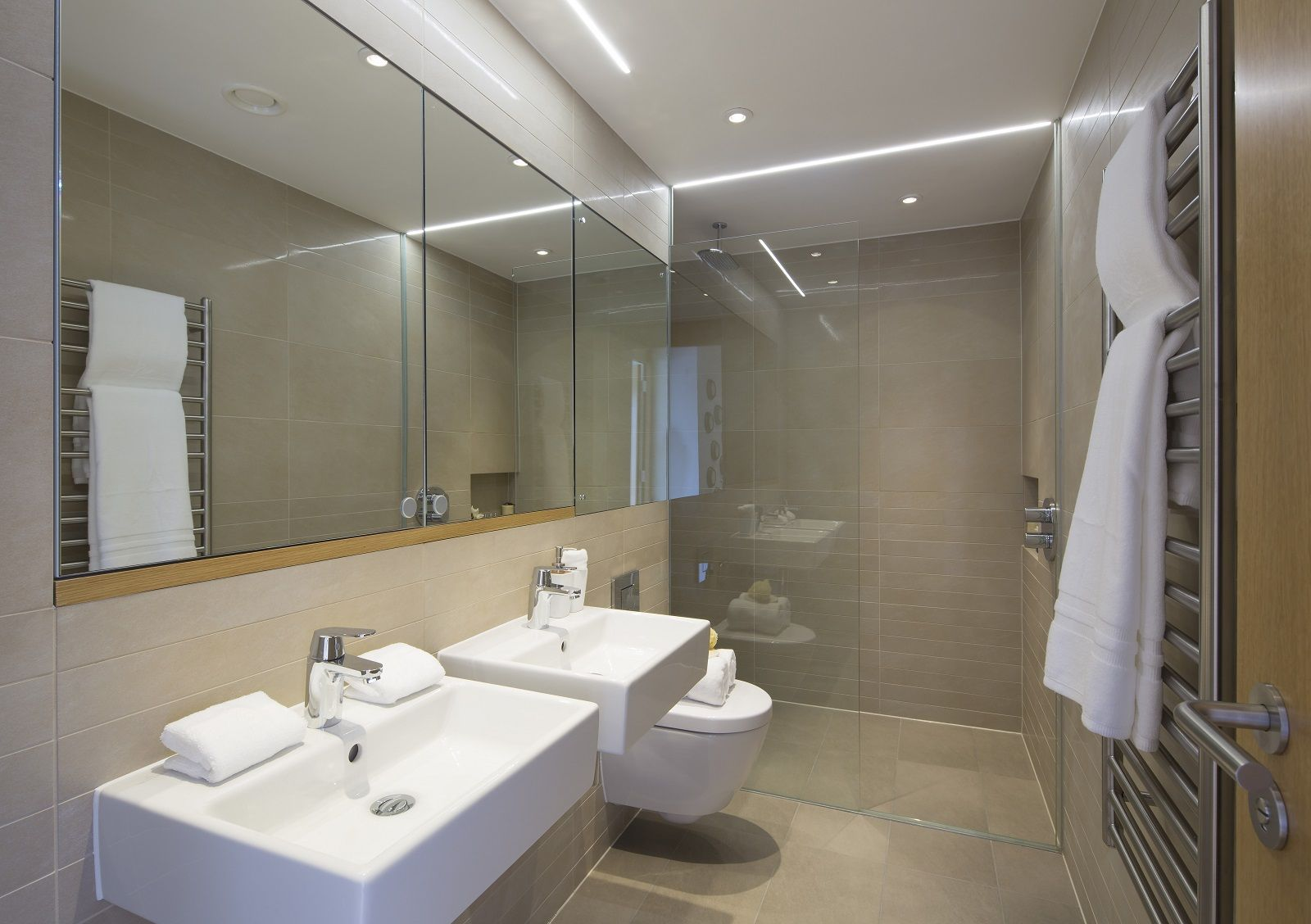 Argyll place taylor wimpey central london bathroom for Townhouse bathroom ideas