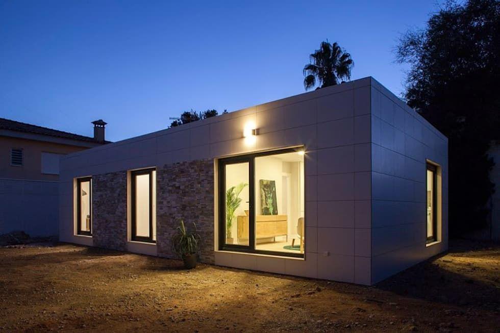 modern Houses by Casas inHAUS