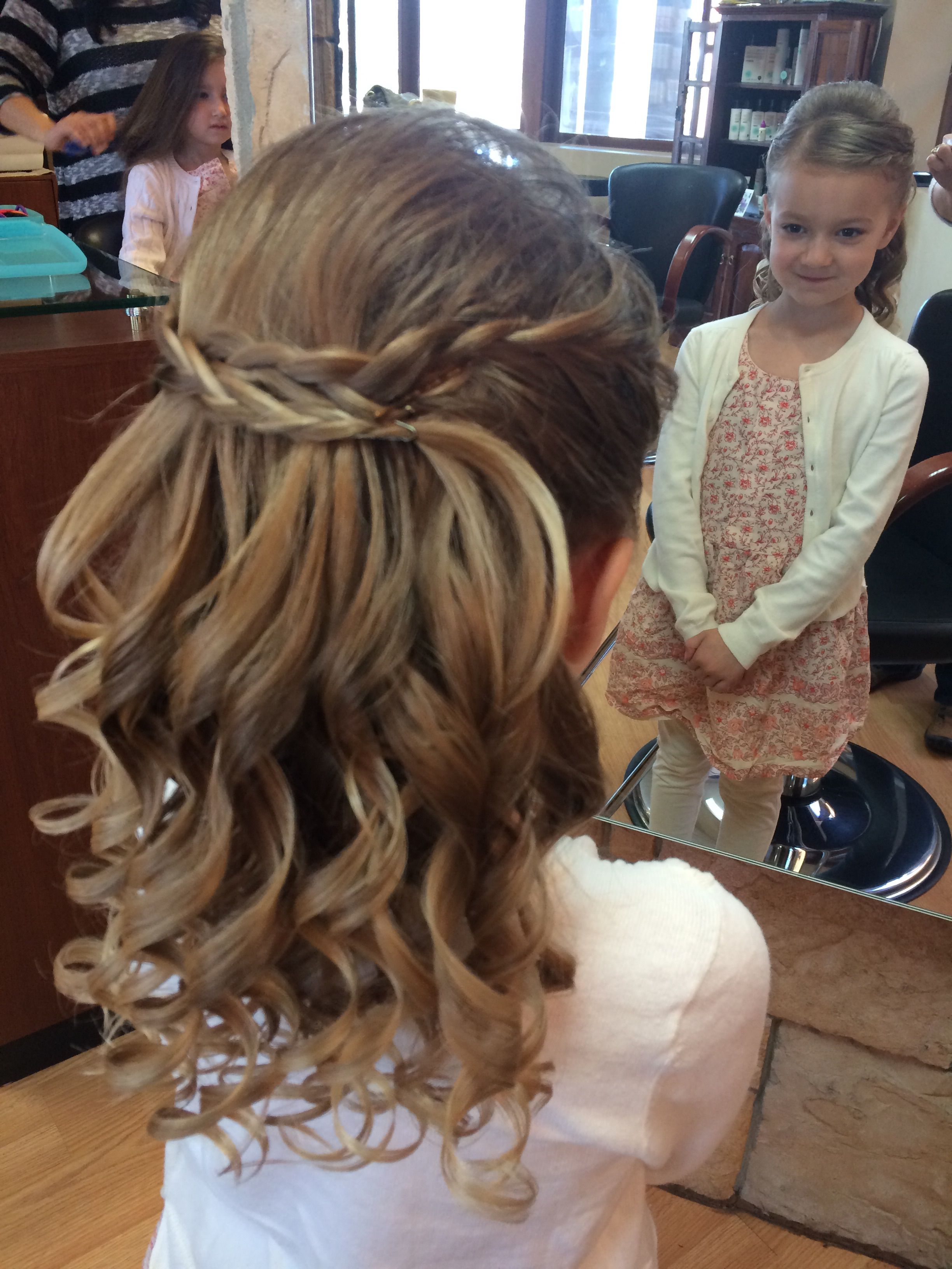 Josie S First Communion Hair She S Pleased Communion Hairstyles First Communion Hairstyles Flower Girl Hairstyles