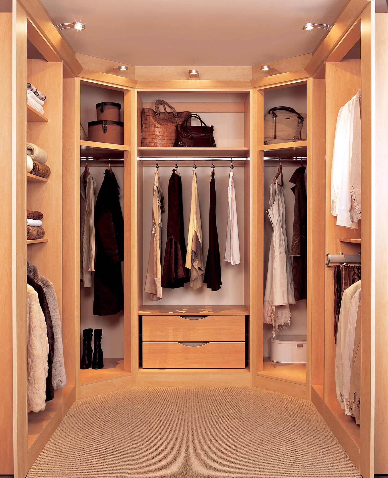 Superbe Minimalist Closet Storage Ideas For Small Walk In Closet With Oak Drawers  And Shelves