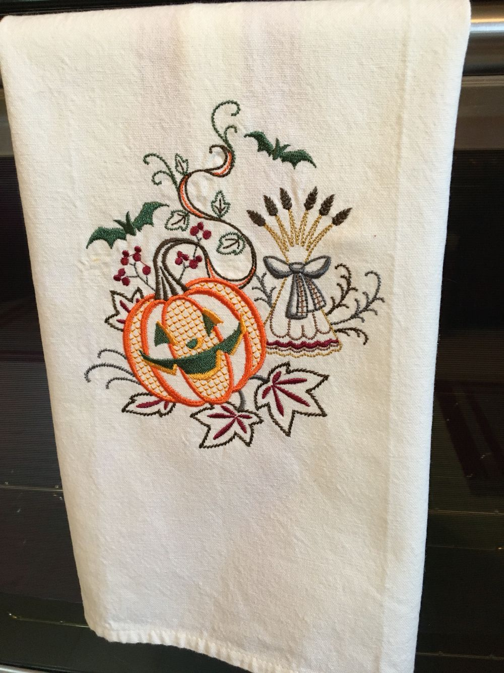 Halloween embroidered tea towel #SMHstitches