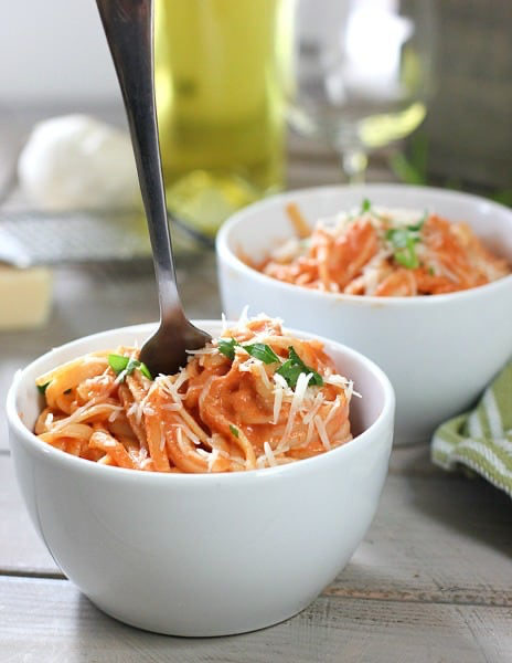 Pasta with Tomato Cream Sauce #tomatocreamsauces Pasta with Tomato Cream Sauce is about the easiest tastiest pasta that ever hit the pan! Comes together in just a few minutes with a handful of ingredients and has a deep rich flavor. #easypasta #pastaandtomatoe #tomatocreamsauce #tomatocreamsauces