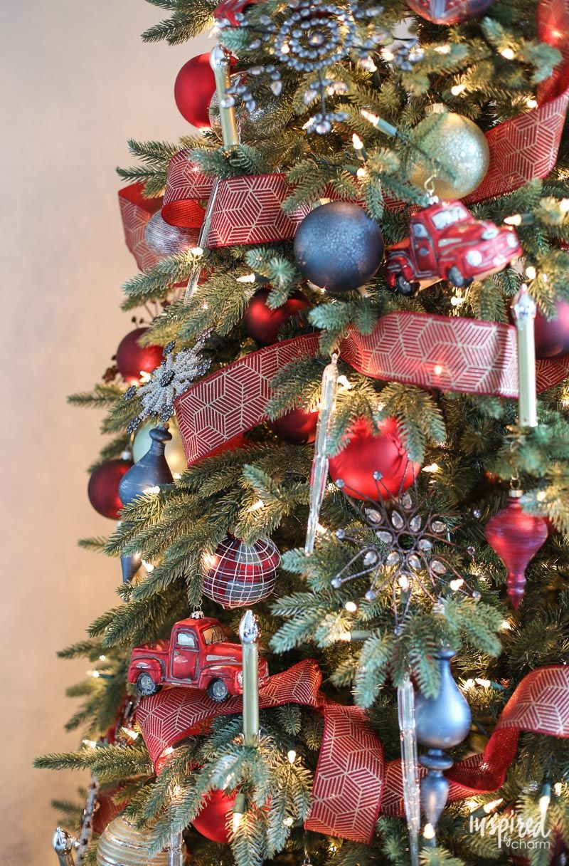 Bold Colors From Burgundy And Red Ornaments Christmas Tree Themes Rustic Christmas Tree Modern Christmas Tree