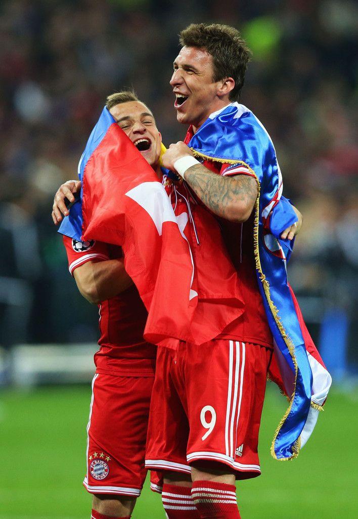 Mario Mandzukic And Xherdan Shaqiri Celebrating After Winning The Champions League Uefa Champions League Mario Mandzukic Bayern